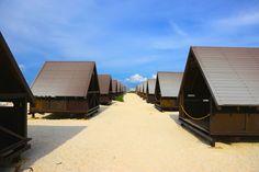 普通のホテルじゃもったいない!沖縄旅行をもっと満喫できる穴場の宿8選 Okinawa, To Go, Journey, Japanese, World, Beach, Places, Outdoor Decor, Travel