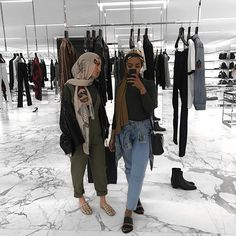 Don't be scared too embrace the pattern! Casual Hijab Outfit, Edgy Outfits, Modest Outfits, Fashion Outfits, Muslim Fashion, Modest Fashion, Niqab, Hijab Style Tutorial, Hijab Fashion Inspiration