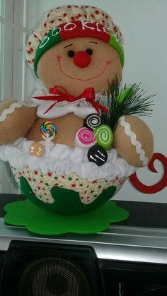 Valeria R Pisaturo's media content and analytics Gingerbread Ornaments, Gingerbread Decorations, Felt Decorations, Christmas Gingerbread, Christmas Tree Toppers, Felt Christmas, Christmas Presents, Vintage Christmas, Christmas Time