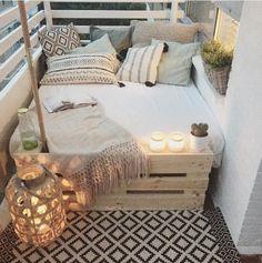 big bed small balcony deco - Home Deco - Balkon European Apartment, Apartment Living, Cozy Apartment, Apartment Ideas, Apartment Design, Patio Ideas For Apartments, Rental Apartments, Living Rooms, Living Spaces