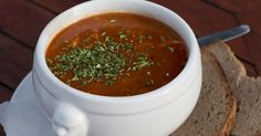 Rýchla gulášová polievka - dôkladná príprava krok za krokom. Recept patrí medzi tie najobľúbenejšie. Celý postup nájdete na online kuchárke RECEPTY.sk.