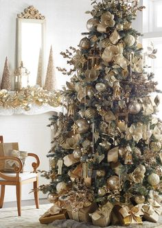 2020 RAZ Christmas Tree Inspiration Too early to start thinking about Christmas inspiration? Most people like to know what's coming down the pike so they can start planning early, pick Country Christmas Trees, Christmas Tree With Snow, Elegant Christmas Trees, Christmas In Paris, Ribbon On Christmas Tree, Christmas Tree Themes, Rustic Christmas, White Christmas, Holiday Decorations
