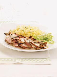 Ricardo& Recipe : Pork Tenderloins with Mushroom Sauce Dinner Side Dishes, Dinner Sides, Main Dishes, Sauce Recipes, Pork Recipes, Cooking Recipes, Recipies, Ricardo Recipe, Mushroom Sauce