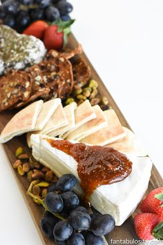 Quick and Easy Cheese Tray Appetizer! I love this list of what cheeses pair best with what! Great for any gathering!