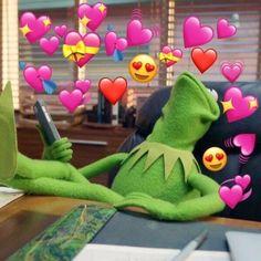 kermit the frog with hearts 100 Memes, Dankest Memes, Funny Memes, Sapo Kermit, Sapo Meme, Baby Popo, Memes Lindos, Heart Meme, Heart Emoji