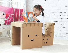 Are you looking for ideas for creative and eco-friendly furniture? Then browse through our 60 suggestions for charming cardboard furniture. Cardboard Chair, Diy Cardboard Furniture, Paper Furniture, Cardboard Crafts, Kids Furniture, Funny Furniture, Woodworking Furniture, Furniture Plans, Chaise Diy