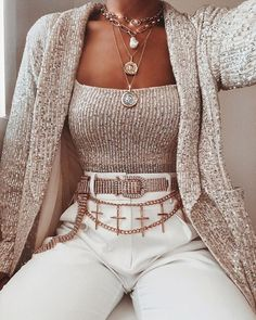 21 Women's Stylish Outfits To Wear Today - Luxe Fashion New Trends Trend Fashion, Look Fashion, Womens Fashion, Fashion Sets, Fashion Styles, Retro Fashion, Winter Fashion, Cute Casual Outfits, Stylish Outfits