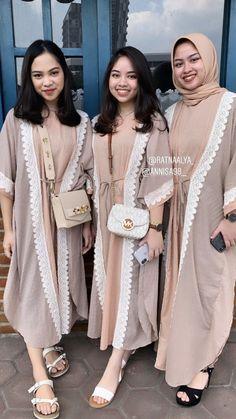 Muslim Fashion, Hijab Fashion, Fashion Outfits, Womens Fashion, Casual Hijab Outfit, Casual Outfits, Dress Muslim Modern, Online Shop Baju, Kebaya Dress