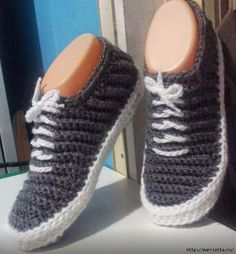 """""""Vans"""" - Crochet Slippers - PDF Pattern -- why am I finding this hilarious? Paula you have so much loverly crochet that I would love the pattern of can I please and tell me how many thanks. Crochet Booties Pattern, Crochet Boots, Crochet Slippers, Crochet Clothes, Knit Crochet, Crochet Patterns, Crochet Crafts, Crochet Projects, Creation Couture"""
