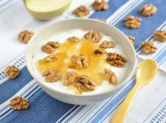 Рецепта за Цедено мляко с мед и орехи