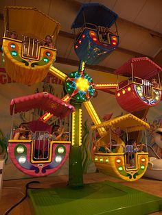 Kinder-Riesenrad im Trampolino