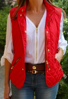 Fashion and Style Blog / Blog de Moda . Post: Never fails : Red vest / Chaleco rojo .More pictures on/ Más fotos en : http://www.ohmylooks.com/?p=24333 .Llevo/I wear: Vest/Chaleco : Zara (New collection) ; Jeans : Zara ; Blouse/Blusa : Calvin Klein ; Bracelet/Pulsera : Tous ; Watch/Reloj : DKNY ; Bag/Bolso : Pedro Miralles ; Belt/Cinturón : Zara (old)