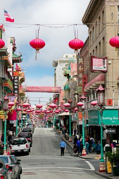 Eat at enchanting Chinatown. See the list of what to do a day in the city: San Francisco Edition on The Culture Trip (photo credit: http://www.cachemireetsoie.fr)