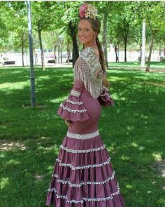 Spanish style – Mediterranean Home Decor Flamenco Costume, Flamenco Dresses, Mermaid Gown, Thomas Sabo, Spanish Style, Party Fashion, Body Shapes, Two Piece Skirt Set, Gowns