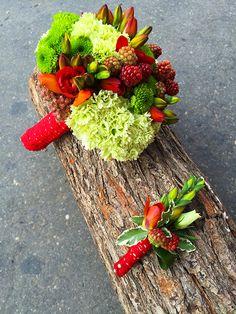Buchet pentru nasa si butoniera asortata pentru nas - Floraria Lavanda Cluj Nasa, Wedding Boxes, Fruit