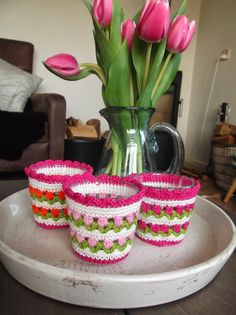 these are so cute - tulip stitch crochet candle-holder covers Crochet Basket Pattern, Crochet Flower Patterns, Crochet Flowers, Crochet Gratis, Cute Crochet, Knit Crochet, Stitch Crochet, Crochet Motifs, Crochet Decoration