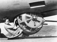 B 17, Ww2 Aircraft, Military Aircraft, Gun Turret, Ww2 Planes, Vintage Airplanes, Aircraft Design, Royal Air Force, Nose Art