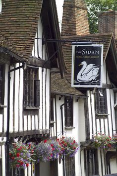 England Travel Inspiration - Often revered as England's Best-Kept Medieval Village, Lavenham ticks all the boxes. Ancient half-timbered merchants' houses hang over winding streets, now populated with enticing gift shops and tea rooms, as well as fine restaurants such as The Great House and the 800-year-old Swan Hotel.