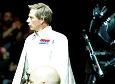 Ben Mendelsohn makes a legendary entrance at the Rogue One premiere press conference
