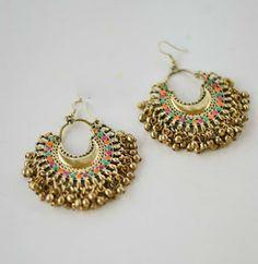 Cute n little earrings 😘 Indian Jewelry Earrings, Indian Jewelry Sets, Jewelry Design Earrings, Indian Wedding Jewelry, Designer Earrings, Fashion Earrings, Jewelry Accessories, Fashion Jewelry, Silver Jewelry