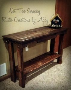 This table is made out of a pallet. You want a sofa table? Let's build one - for free! Could even build coffee and end tables to match! Need to find a link that works Pallet Sofa Tables, Pallet Furniture, Couch Table, Console Table, Home Projects, Home Crafts, Diy Home Decor, Pallet Crafts, Diy Pallet