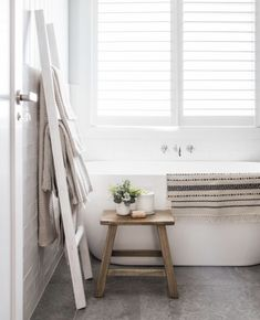 Easy Bathroom Makeover Inspirations with Cheap Decoration and Accessories Part 64 Cheap Bathroom Makeover, Timber Vanity, Simple Bathroom, Bathroom Ideas, Restroom Ideas, Restroom Remodel, Family Bathroom, Bathroom Inspo, Bathroom Styling