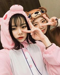Y/n + y/n's bff Korean Couple, Korean Girl, Asian Girl, Sister Pictures, Best Friend Pictures, Korean Best Friends, Korean Photo, Girl Friendship, Ulzzang Korea