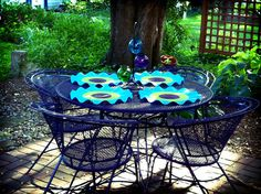 See if I can convince my mom to update our outdoor seating this summer like this...