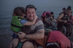 Piedra del Aguila.-: El final feliz de la familia siria cuya imagen con...