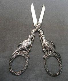 Figural Scissors, pair of exotic birds on handle,
