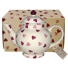 Pink Hearts 4 Cup Teapot Boxed by Emma Bridgewater Emma Bridgewater Pottery, Romantic Table Setting, Tea Pot Set, Chocolate Pots, A Table, Tea Party, Wedding Gifts, Tea Cups, Valentines