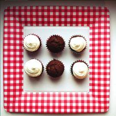 Beautiful chocolate cupcakes with vanilla frosting! yummi
