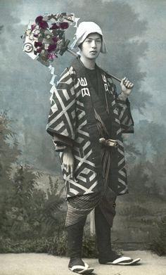 Late-1800s-25-熊手を持つ男.jpg