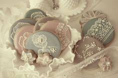 Vintage lace cookies and tons of other cookie designs Lace Cookies, Cupcake Cookies, Sugar Cookies, Cookies Et Biscuits, Frosted Cookies, Iced Biscuits, Tea Cookies, Cookie Icing, Alice Delice