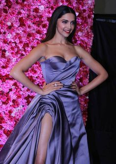 Deepika Padukone at Lux Golden Rose Awards Gq Fashion, Fashion Week 2016, Lakme Fashion Week, Fashion Night, Celebrities Fashion, Bollywood Girls, Indian Bollywood, Bollywood Fashion, Lux Awards