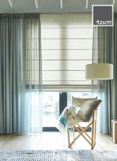 linnen roller blinds and transparent curtains in two shades Interior Design Living Room, Living Room Designs, Living Room Decor, Bedroom Decor, Cheap Blinds, House Blinds, Modern Lounge, Bedroom Color Schemes, Curtains With Blinds