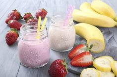 Smoothies are also a great way to sneak in your daily serving of fruits and vegetables! Here are 5 great on-the-go smoothie recipes to try this week. Make Ahead Smoothies, Veggie Smoothies, Breakfast Smoothies, Making Smoothies, Breakfast Fruit, Berry Smoothie Recipe, Strawberry Banana Smoothie, Smoothies Banane, Lactation Smoothie