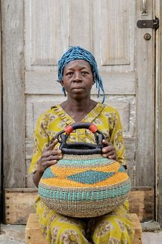 Woven Shopping Baskets and Market Basket handmade in Bolga by artisan weaver. Ethically sourced and fairly traded authentic African Baskets African Crafts, African Art, Weaving Art, Hand Weaving, Contemporary Baskets, Big Basket, African Accessories, Casamance, Creative Textiles