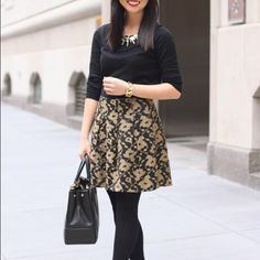 """Price Drop‼️ Gold and Black Winter Floral Skirt Floral skirt with velvet waistband. Zipper back. Perfect for winter parties! NWT! For reference, I'm 5'2"""", 115 lbs, 26""""' waist. No trades, but bundle discount offered! Buy now or make me an offer! LOFT Skirts Mini"""