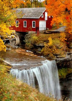 17 beautiful places to visit in South Carolina Morningstar Mill, South Carolina Beautiful Places To Visit, Beautiful World, The Places Youll Go, Places To Go, Autumn Scenes, Les Cascades, Fall Pictures, Old Barns, Country Barns