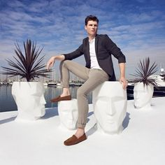 VONDOM is a leader company of avant-garde outdoor furniture, pots, planters, lamps and rugs for modern indoor & outdoor comercial spaces. Indoor Outdoor, Outdoor Spaces, Outdoor Stools, Outdoor Lounge, Indoor Plants, Outdoor Living, Casa Clean, Modern Planters, Modern Patio