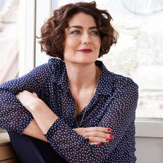 Still recognised as Hugh Grant's jilted fiancée 'Duckface' from Four Weddings and a Funeral, Anna Chancellor is currently enjoying life on… Anna Chancellor, Classic Actresses, British Actresses, Actors & Actresses, Kelli Williams, Tv Icon, Gamine Style, Duck Face, Betty White