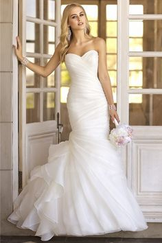 Trumpet/Mermaid Strapless Sweetheart Court Train Organza Wedding Dress