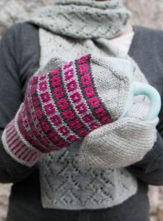 Pattern is only in Finnish. Crochet Mittens, Mittens Pattern, Fingerless Mittens, Knitted Hats, Knit Crochet, Wrist Warmers, Fair Isle Knitting, Crochet Accessories, Knitting Patterns
