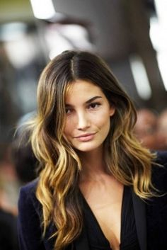Trendy  colors (darker on roots and lighter on mid-shafts and ends) look youthful and elegant on wavy hair.