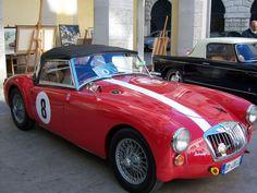 Edizione 2011: MG MGA, un modello che fa riavvicinare la casa MG al mondo delle corse. A Le Mans nel 1955, parteciparono tre prototipi di vetture MGA. #mg #lemans #corsa #auto #eleganza #passione #epoca #rosso