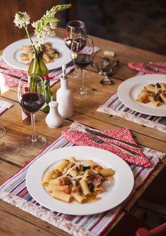 Jantar Italiano da Brinox: perfeito para receber os amigos em casa. www.facebook.com/BrinoxOficial    Locação: Puppi Baggio