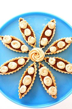 Caramel boat tarts and baked meringue. Filipino Desserts, Filipino Recipes, Filipino Food, Filipino Dishes, Boat Tart Recipe, Tart Recipes, Sweet Recipes, Baked Meringue, Pie Decoration