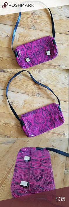 """Ceoni Italian Leather Hot Pink Snake Skin Purse So cute Ceoni Italian Leather like new bright pink and black snake skin print purse with silver magnetic closures Approx. 9"""" long, 5"""" high, 1.5"""" deep. Strap drop 11""""  Happy to answer questions, thanks!❤ Ceoni Italian Leather Bags Mini Bags"""