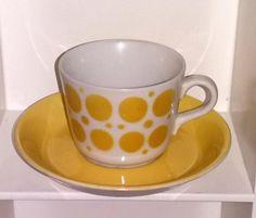 Arabian puhalluskoristeinen AA-mallin kahvikuppi Yellow Cottage, Old Ads, Bone China, Finland, Cupboard, Nostalgia, Porcelain, Retro, Tableware